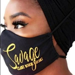 Black facemask with yellow inscription and filter